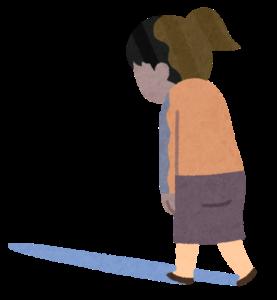 トボトボ歩く女性